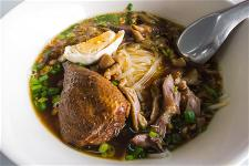 responsive-web-design-pho-restaurant-00082-chicken-thigh-rice-noodle